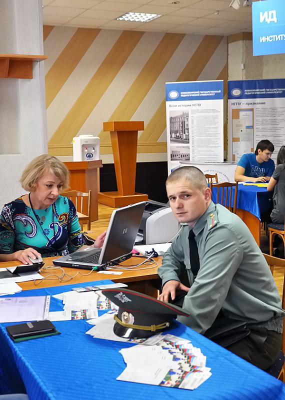 В НГПУ начала работу приемная комиссия
