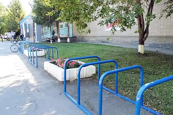 Сегодня на территории Новосибирского педуниверситета торжественно открыли комплекс велопарковок