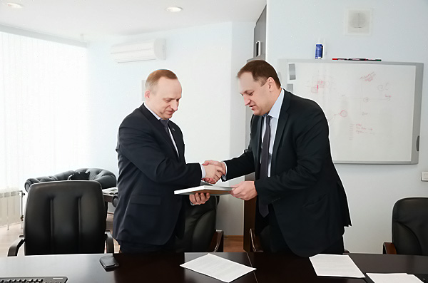 Синтез бизнеса и знаний: НГПУ и ВТБ24 подписали договор о сотрудничестве