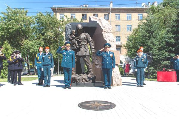 В центре города открылся памятник пожарным и спасателям (фото)