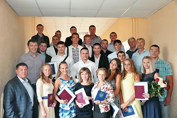 Цвет сборной команды России: на Факультете физической культуры НГПУ прошло вручение дипломов