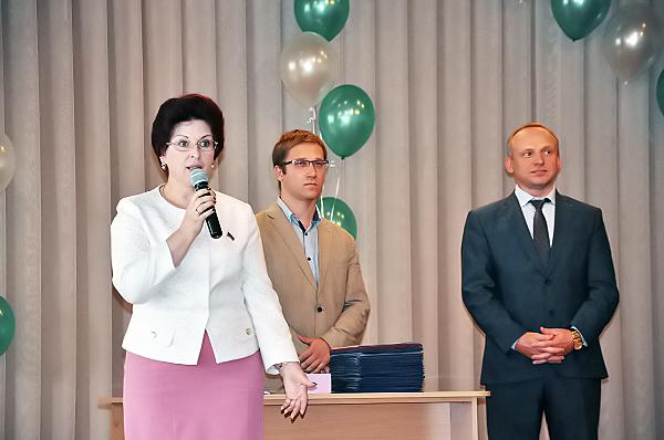 Депутат Государственной Думы И.В. Мануйлова вручила дипломы выпускникам НГПУ