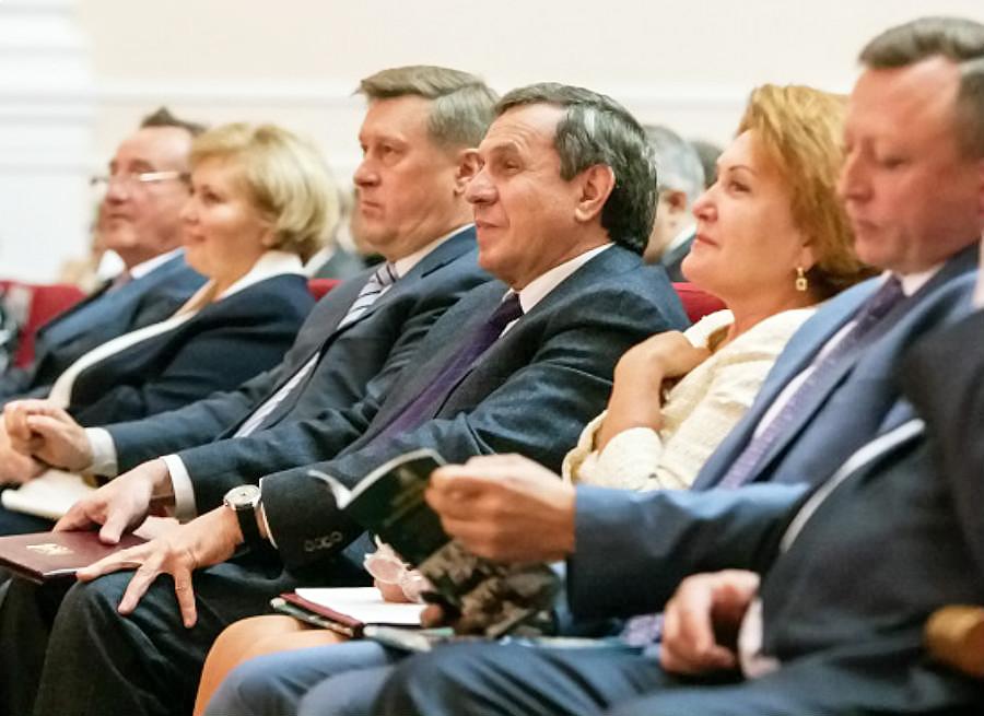 Губернатор призвал серьезно готовиться к переходу на обучение школьников в одну смену