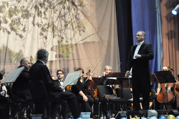 Оркестр филармонии поздравил НГПУ с 77-летием