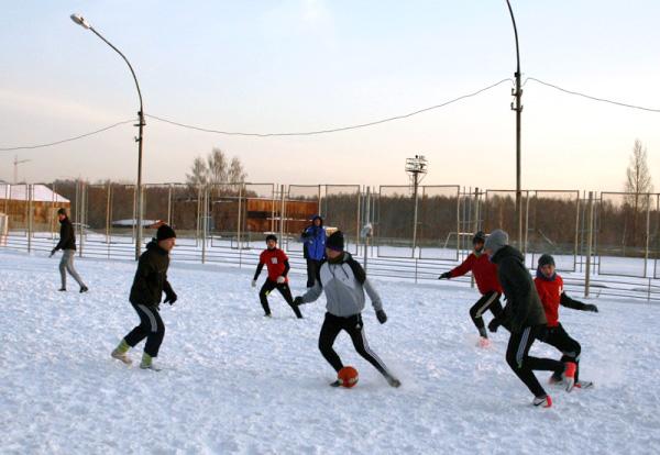 В НГПУ сыграли в футбол на снегу
