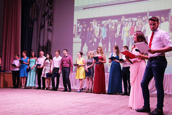 Вручение дипломов о высшем образовании состоялось в ИЕСЭН НГПУ