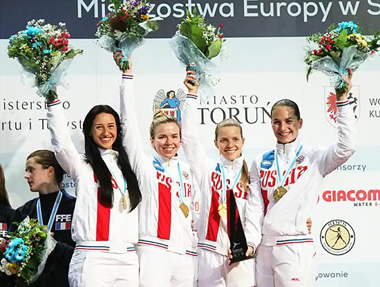 Выпускницы НГПУ Любовь Шутова и Юлия Гаврилова вошли в состав олимпийской сборной России по фехтованию