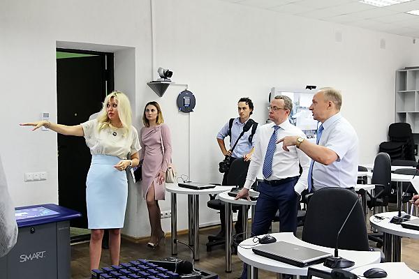 Первый заместитель Губернатора Новосибирской области Юрий Петухов посетил НГПУ