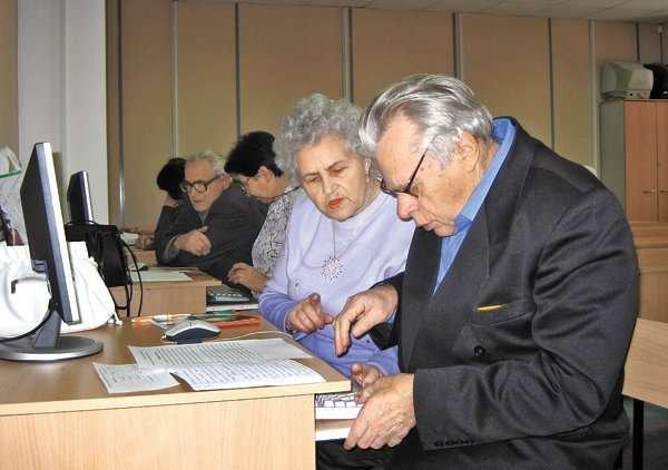 Новосибирским пенсионерам предлагают бесплатно изучить компьютер