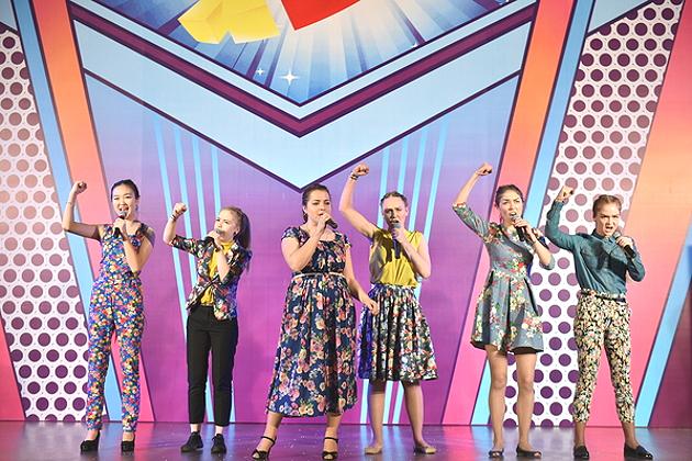 Девушки из Новосибирска вышли в премьер-лигу КВН