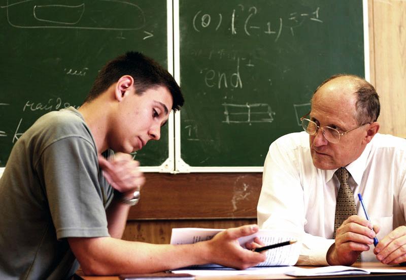 студентка сдает экзамен фото