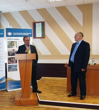 Заместитель Губернатора Виктор Козодой поздравил Заслуженного работника высшей школы РФ Олега Катионова с 60-летием