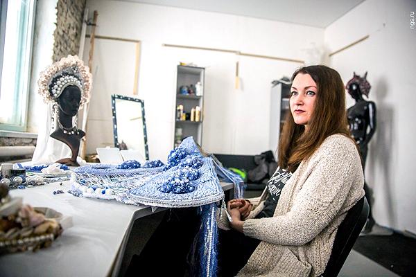 Всех укокошила: сибирячка шьёт необычные шапки для самых красивых девушек России