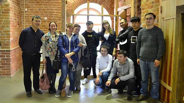 Студенты из Китая оценили монетный двор и музей иконы в Сузуне