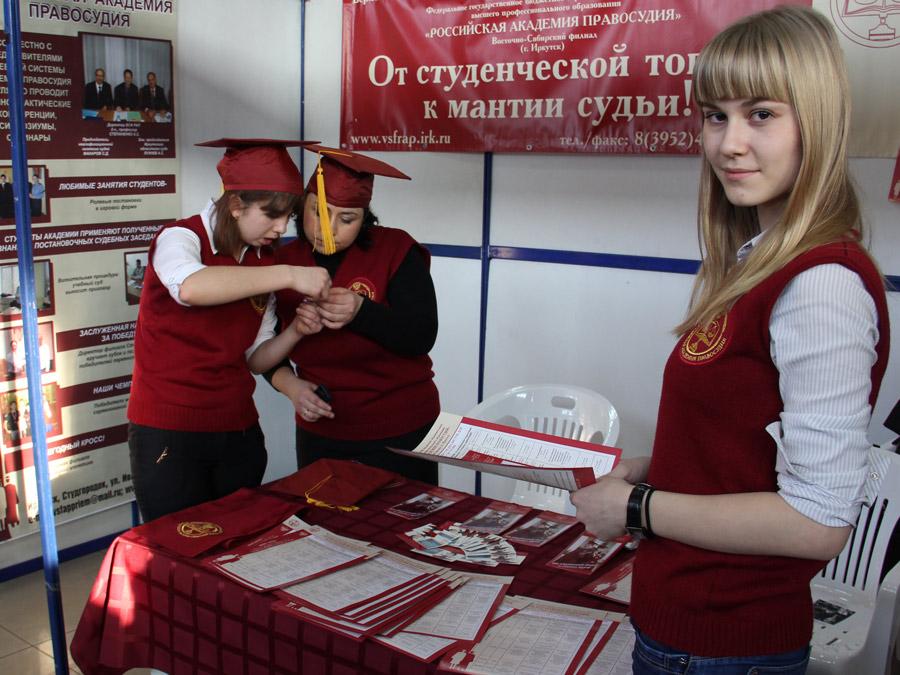 Около 5 тысяч человек посетили межрегиональную выставку «АБИТУРИЕНТУ - 2013»