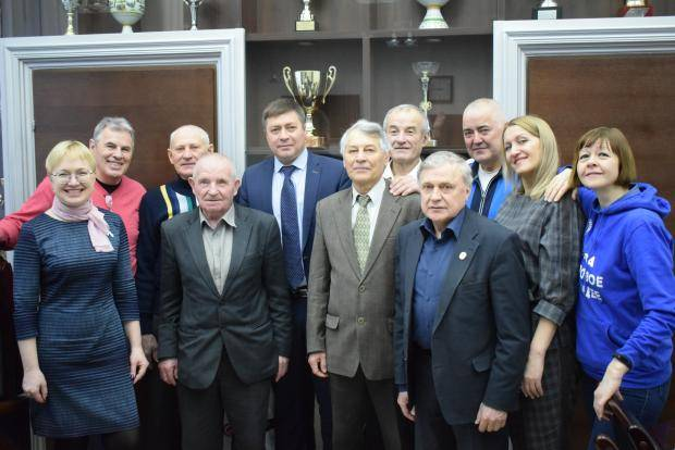 Министр спорта Новосибирской области встретился с участниками агитационного лыжного перехода