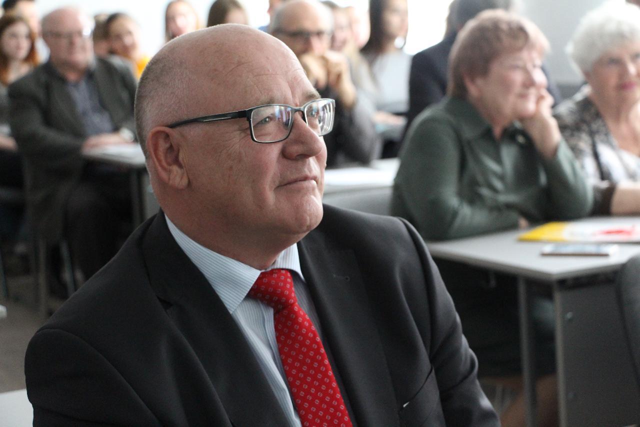 30 лет истории: коллеги поздравили директора ИИГСО НГПУ