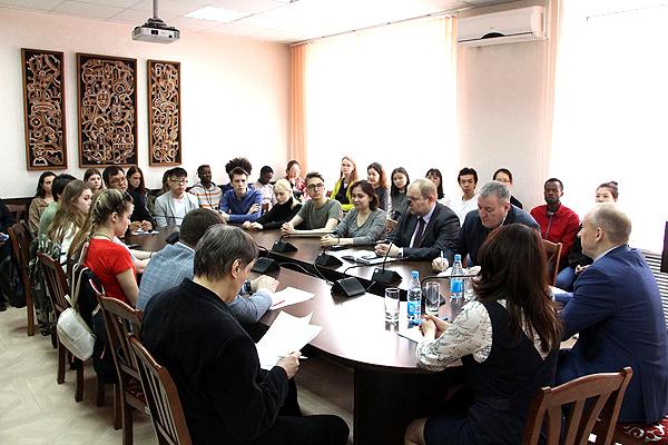 Ректор НГПУ встретился с иностранными студентами