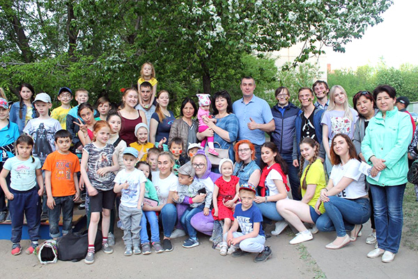 Студенты НГПУ поздравили детей Октябрьского и Дзержинского районов