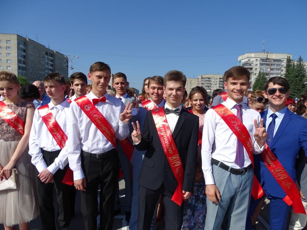 Выпускной-2019. Медали за отличную учёбу получили 49 выпускников в Бердске