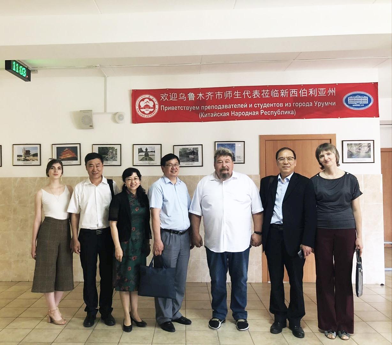 Делегация из китайского университета гостит в НГУ и 112-й школе