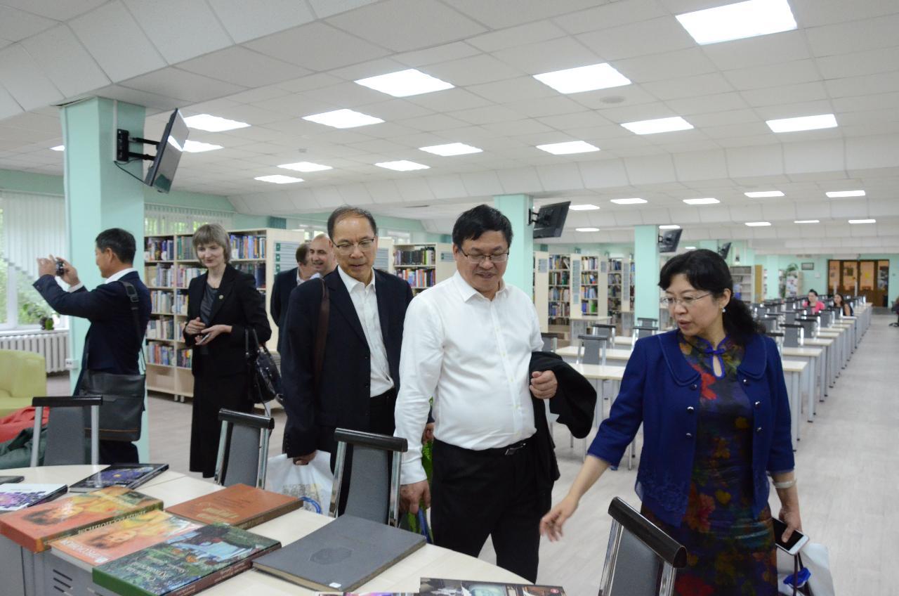 Десятилетие успешного партнерства: Синьцзянский университет посетил НГПУ