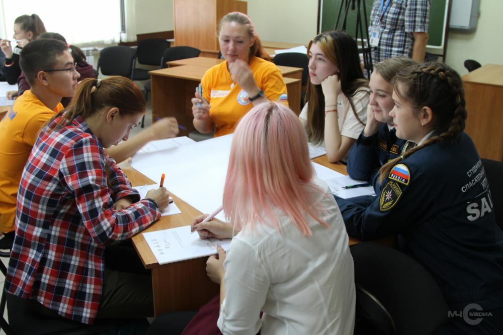 Юные пожарные Сибири презентуют сверстникам новые формы обучения безопасности