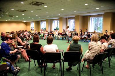 В Новосибирске прошла школа для родителей детей с нарушениями слуха и зрения