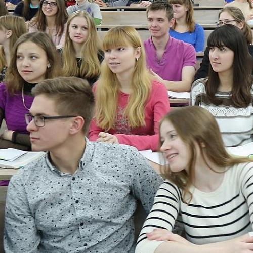 933 абитуриента поступят в новосибирские вузы с минимальными баллами ЕГЭ